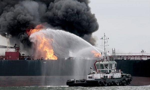 Взрыв на танкере в Каспийском море: 3 погибших