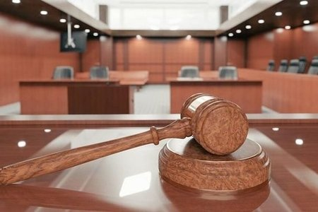 В Азербайджане мать подала в суд на сына - тяжба за имущество