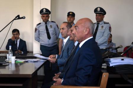 Судьба власти в Армении решается, похоже, в Ханкенди