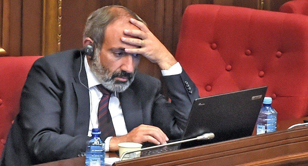 Пашинян уволил своих советников