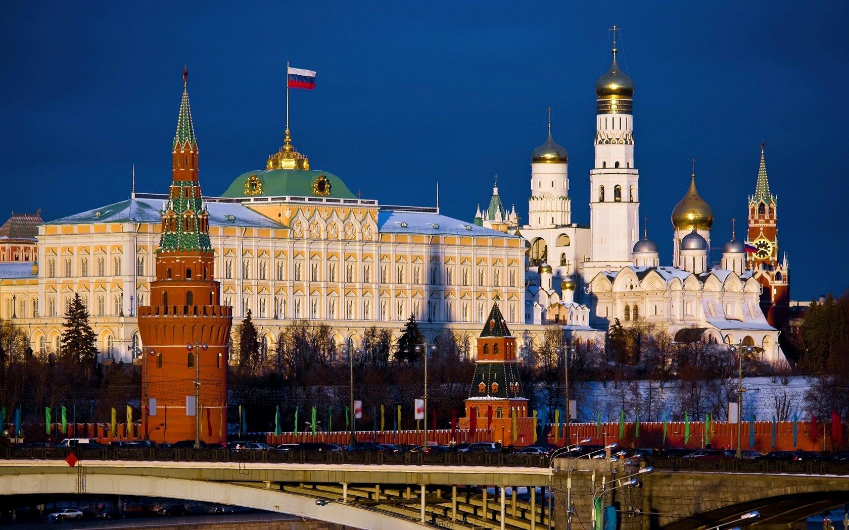 На территории Кремля обезвредили бомбу
