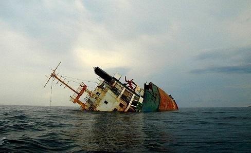У берегов штата Джорджия перевернулось грузовое судно