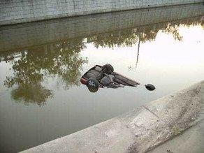 В Имишли автомобиль упал в канал: 5 погибших
