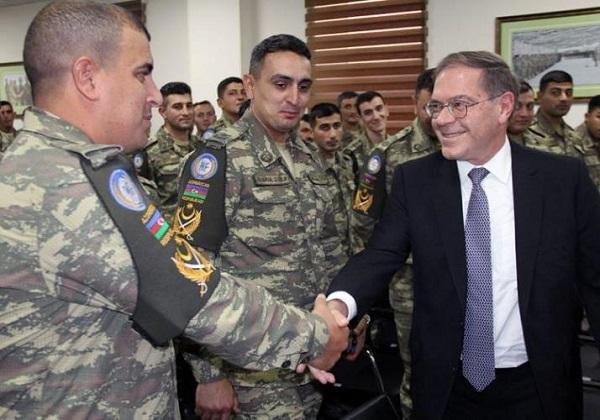 Посол США встретился с азербайджанскими военными