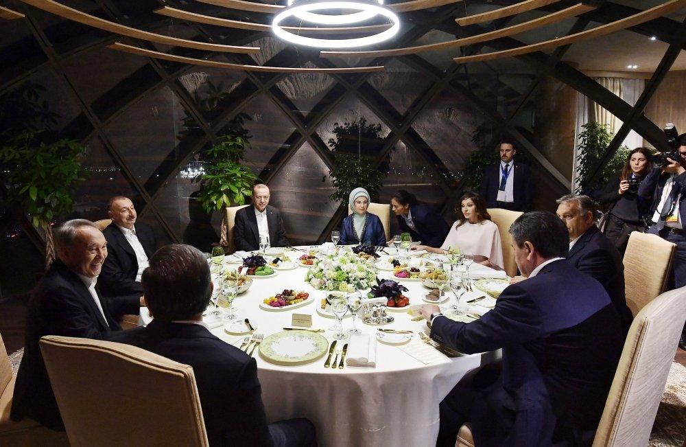 Ильхам и Мехрибан Алиевы участвовали в совместном ужине с высокими гостями саммита в Баку - ФОТО