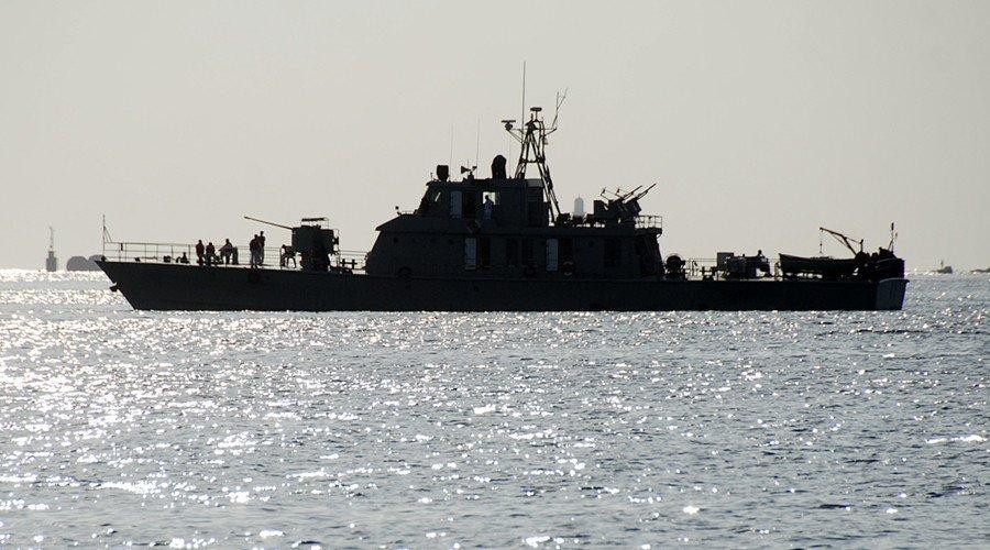 США задержали судно с иранским оружием