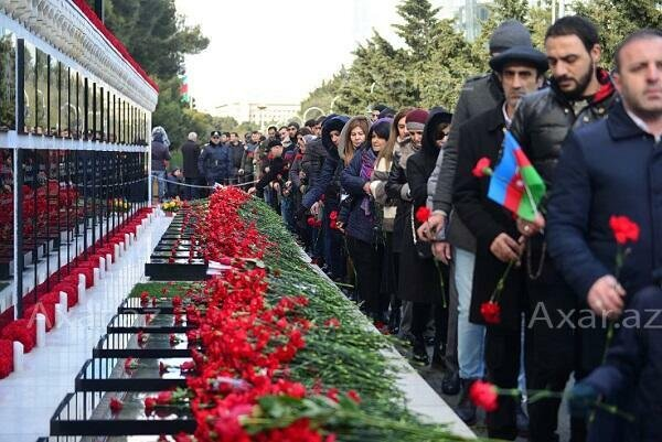 Азербайджан почтил память шехидов - Фото