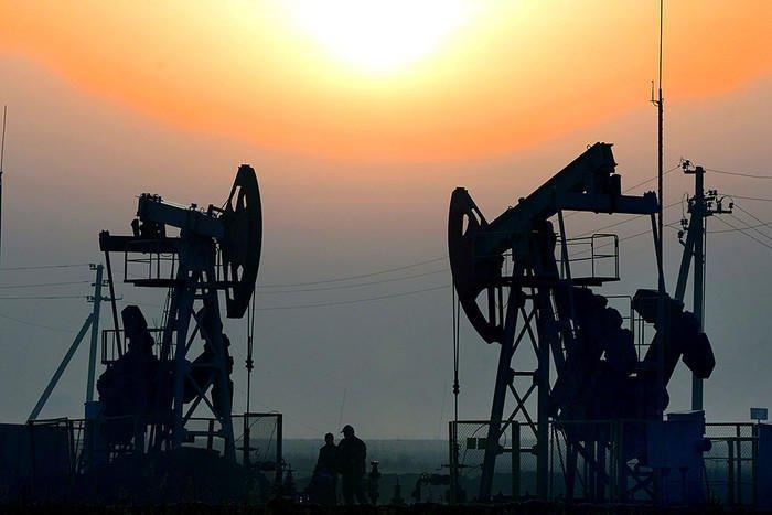 Нефть дорожает после резкого падения