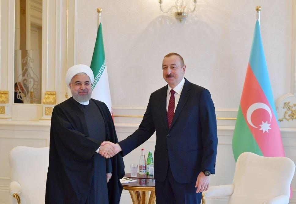 Рухани позвонил Ильхаму Алиеву