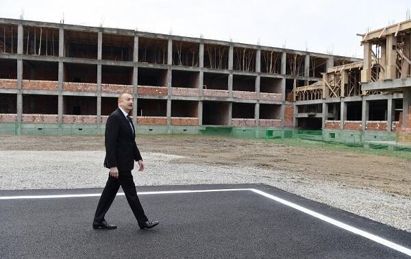 Ильхам Алиев ознакомился с ходом строительных работ