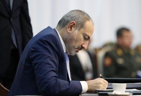 Армянский эксперт: Пашинян поддерживает поэтапное решение