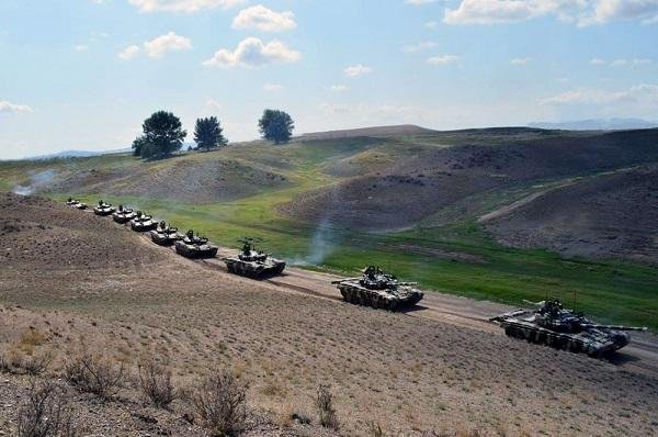 Армяне, стройте дороги! Они пригодятся нашим танкам