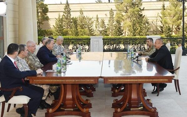 Ильхам Алиев принял турецких генералов - Фото