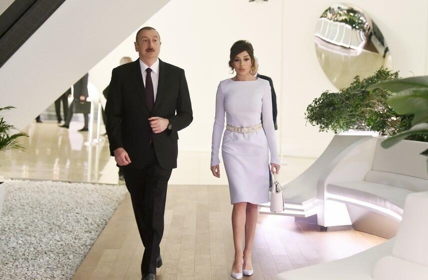 Президент и Первая леди на открытии общежития
