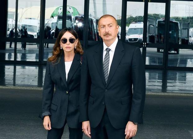 Ильхам Алиев и Мехрибан Алиева ознакомились с доставленными в АР автомобилями скорой - ОБНОВЛЕНО+ФОТО
