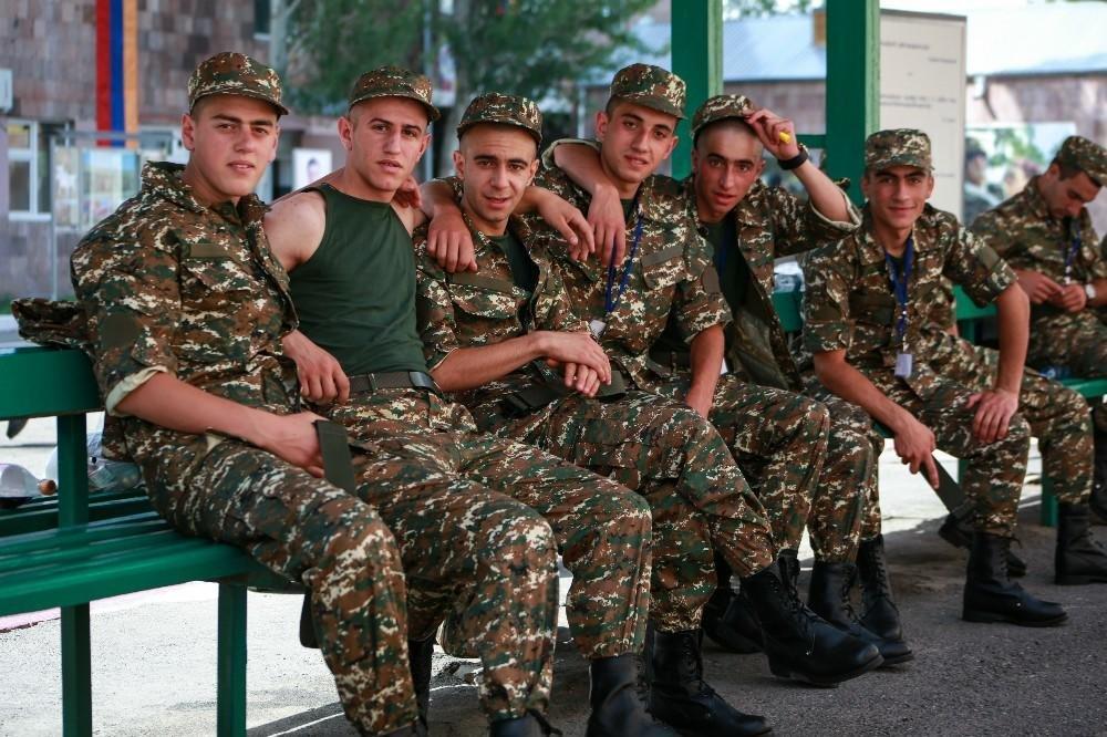 Армяне массово уклоняются от военной службы