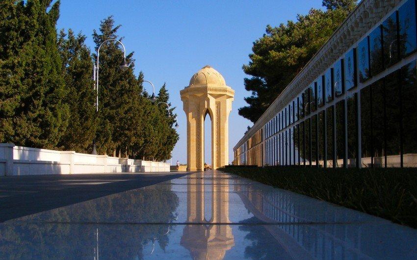 В Аллее шехидов ведется подготовка в связи с годовщиной трагедии 20 января