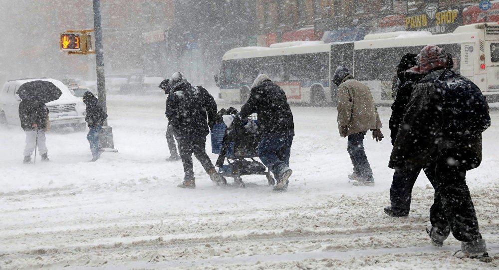 В Баку 64 человека получили травмы из-за гололедицы