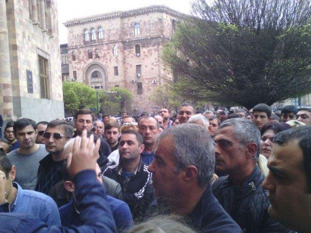 Минобороны Армении уже 24 часа находится в блокаде