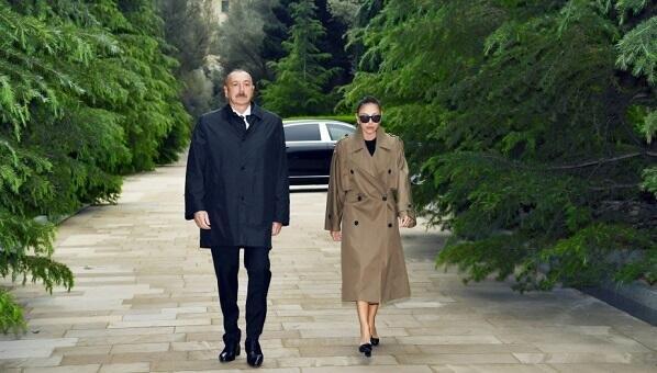 Президент и Первая леди посетили могилу Гейдара Алиева