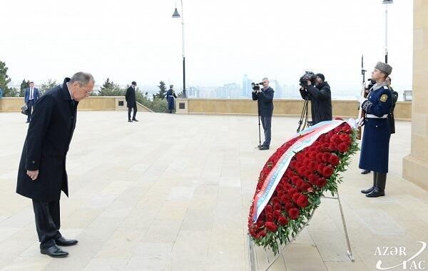 Лавров посетил могилу Гейдара Алиева
