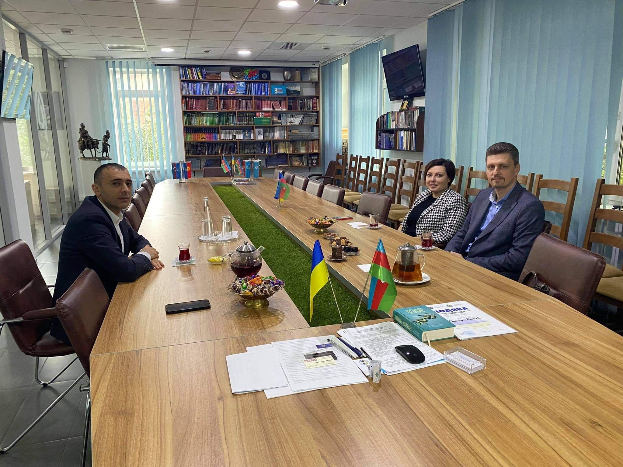 Политические эксперты посетили офис Рады азербайджанцев Украины