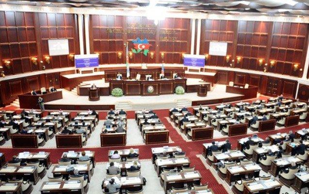 Milli Məclisin deputatlarına pul mükafatı verildi
