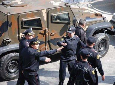 Gəncədə əməliyyat: Polis yaralandı - Video
