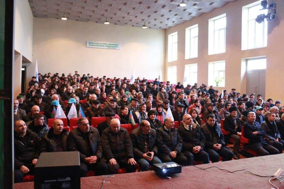 Rəşad Mahmudovun izdihamlı görüşləri: şəhid atasına baş çəkdi – Foto