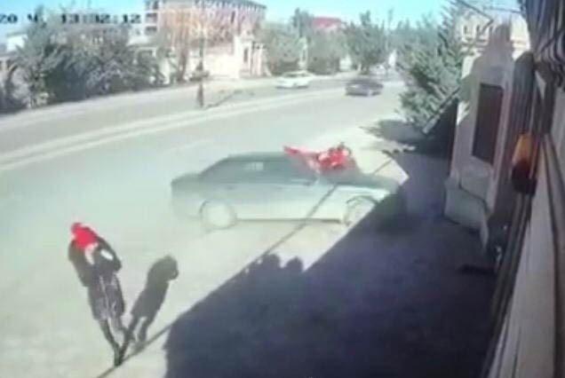 Abşeronda avtomobil iki şagirdi vurdu - FOTO