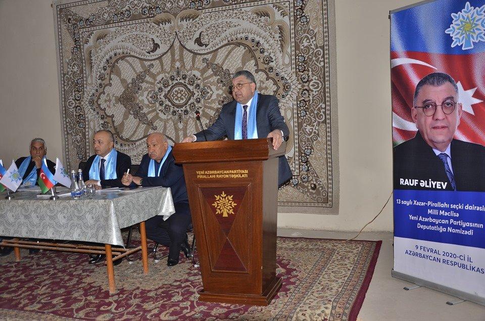 Deputatlığa namizəd Rauf Əliyev gənclərlə görüşüb