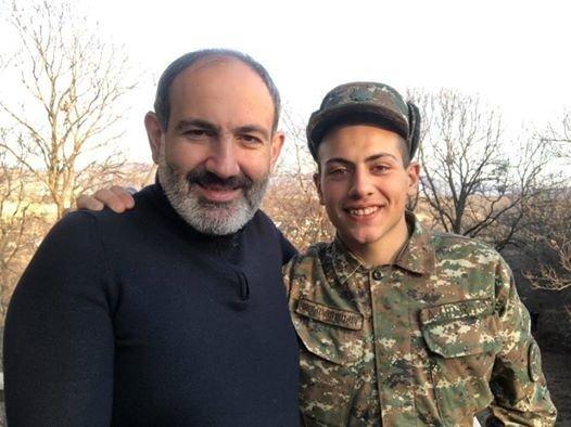 Paşinyan oğlu ilə Qarabağda restoranda yeyib-içdi, sonra dava saldı