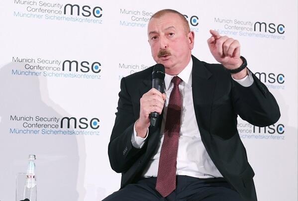 Əliyev hamının önündə Paşinyanı əzdi – Rusiyadan baxış