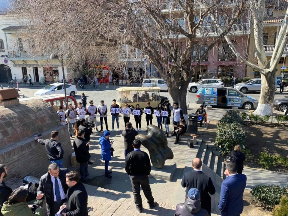 Könüllü gənclər Gürcüstanda - Xocalı ilə bağlı aksiya keçirilib - FOTOLAR