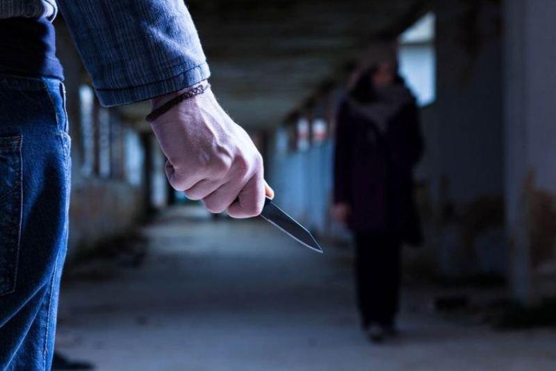 Göyçayda kişi arvadını və oğlunu bıçaqladı