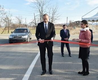 İlham Əliyev yeni yolun açılışında
