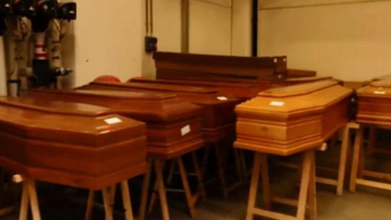 İtaliyadan DƏHŞƏTLİ GÖRÜNTÜLƏR: tabutlarla dolu olan krematoriyalar... - VİDEO