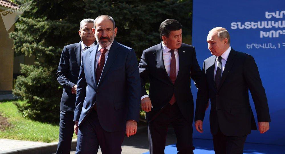 Korona hücumu: Rusiya İrəvanı tək qoydu - Politoloq