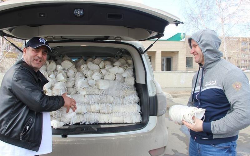Azərbaycanlı sahibkar 44 min maska alıb sakinlərə pulsuz payladı