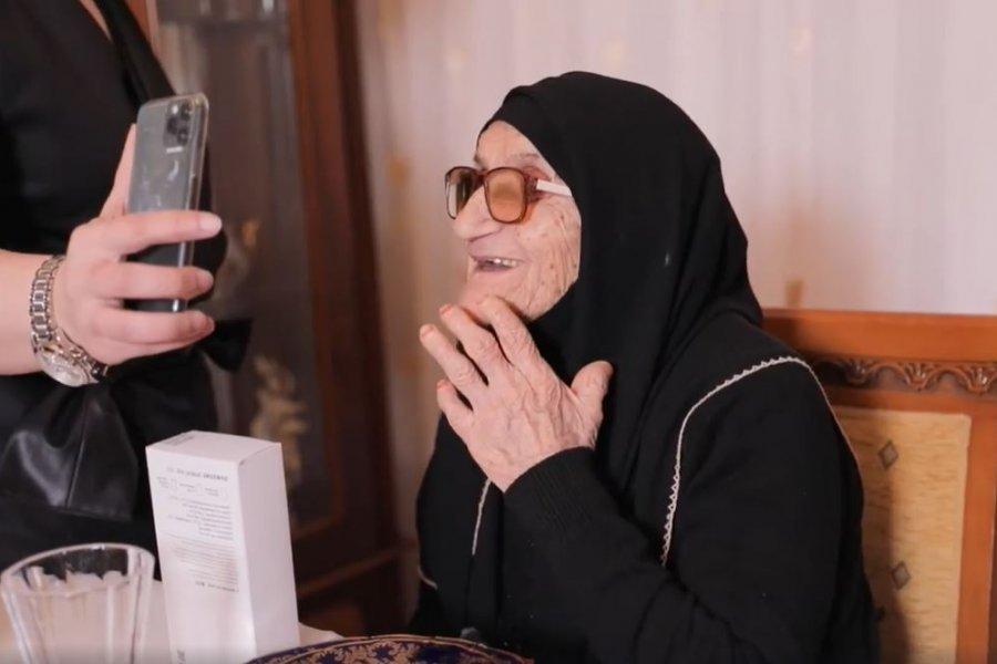 Aygün 103 yaşlı Xədicə nənəyə mahnı oxudu- YENİ LAYİHƏ -VİDEO
