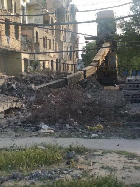 Sumqayıtda söküntü vaxtı ŞOK HADİSƏ - Kran aşdı - FOTOLAR