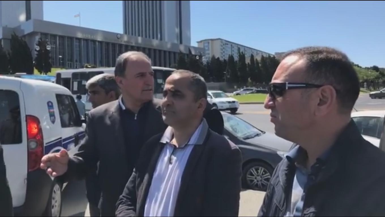 Milli Məclisin qarşısında aksiya - Polisdən AÇIQLAMA
