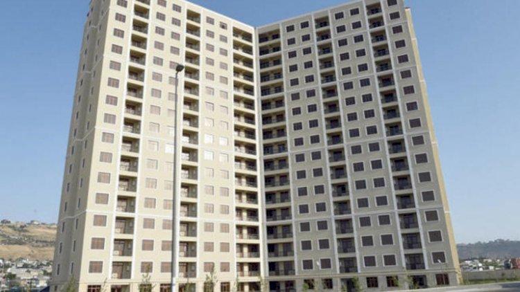 Jurnalistlərin binasındakı mənzillər satışa çıxarıldı - Fotolar