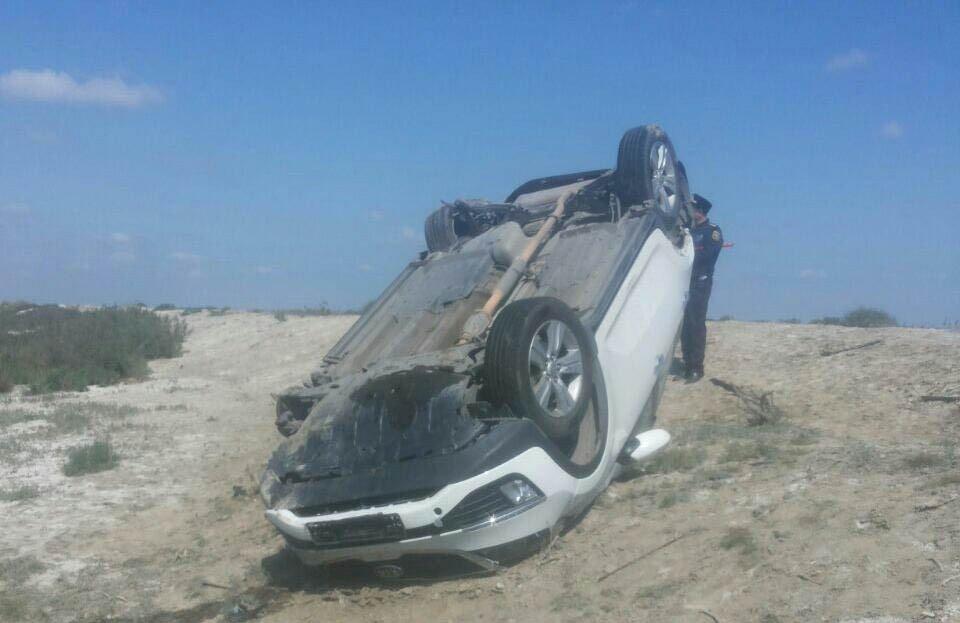 Bakıda sürücü avtomobili aşırdı, ölən var
