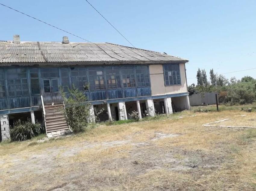 Jurnalist Böyükağa Mikayıllı qəzalı vəziyyədə olan tarixi binaya diqqət yönəltdi