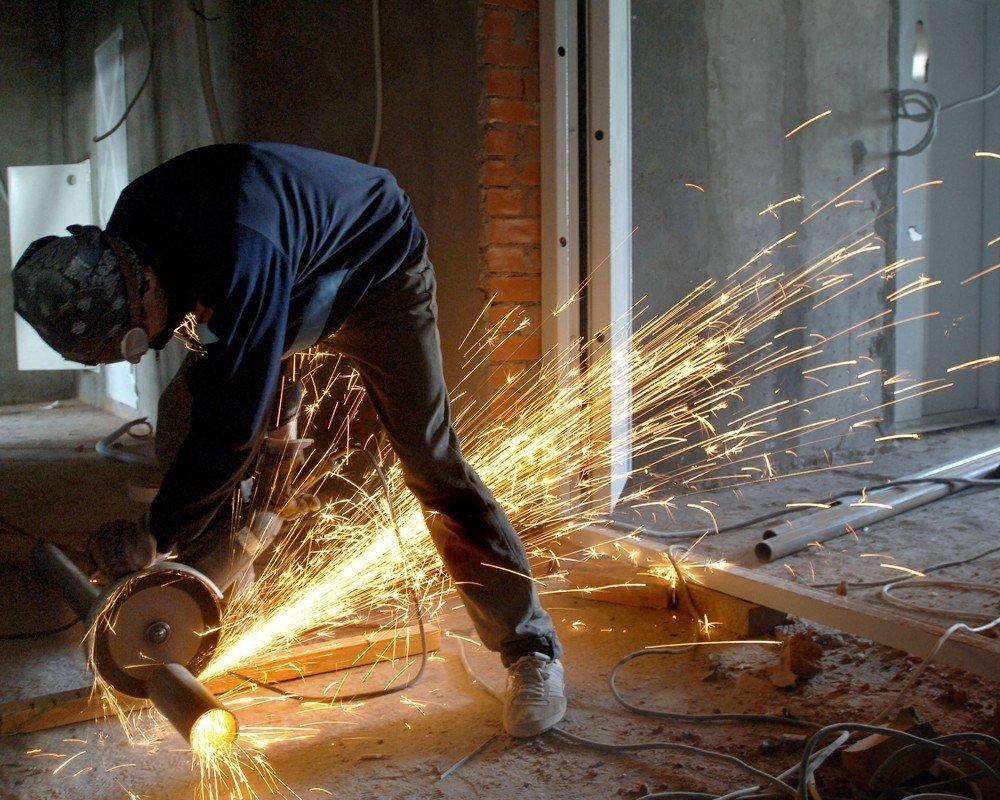 Bərdədə 34 yaşlı kişi elektrik mişarla ayağını kəsdi