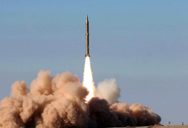 İran yer altından ballistik raketlərini buraxdı