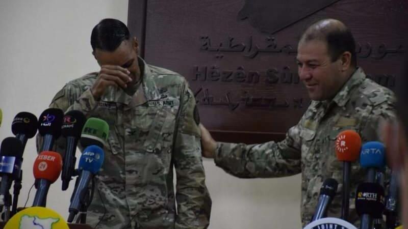Amerikalı komandir PKK-ya kömək edə bilməyəcəyi üçün ağladı - FOTO