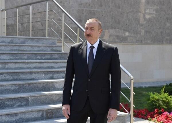Prezident yerüstü piyada keçidinin açılışında