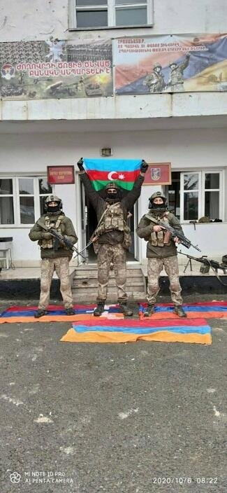 Azərbaycan bayrağı Cəbrayılın mərkəzində - Foto